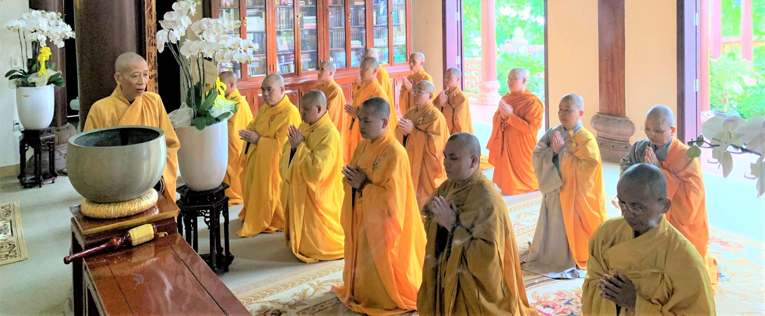 Học viện PGVN tại Huế viếng lễ tang cố Trưởng lão Hòa thượng Thích Đức Phương