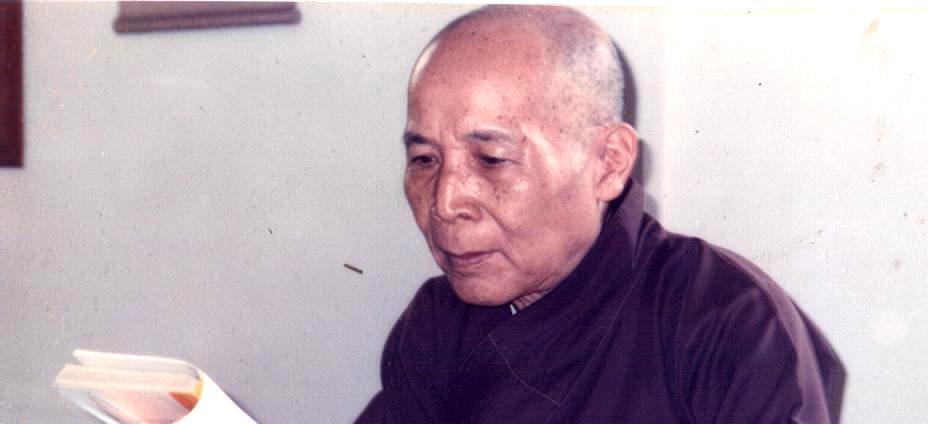 Dâng hương tưởng niệm cố Trưởng lão Hòa thượng Viện trưởng Thích Thiện Siêu