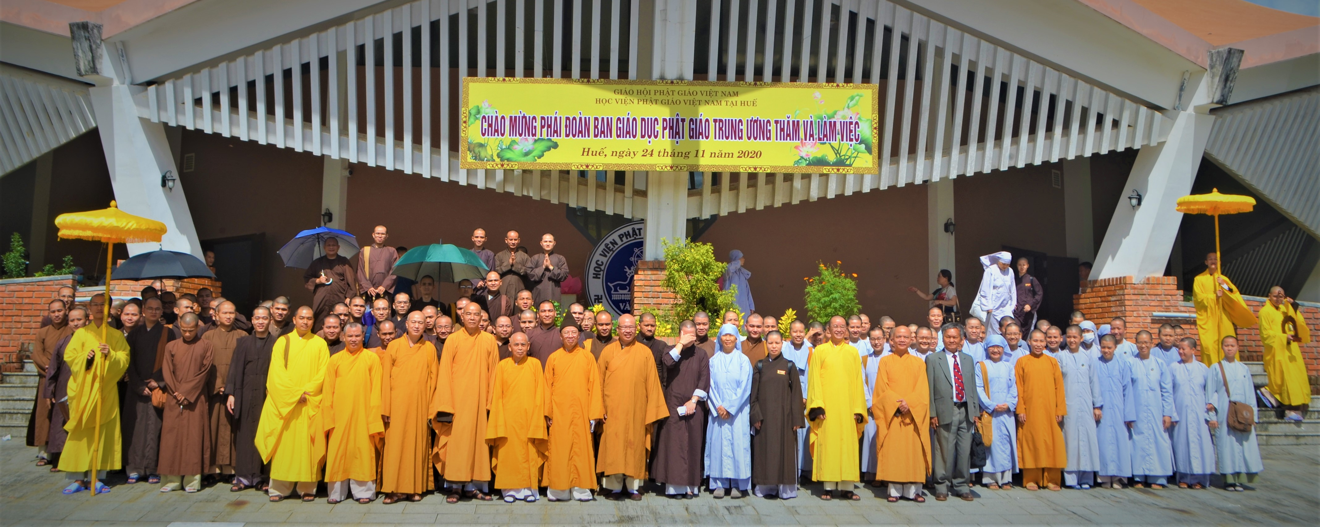 Ban Giáo dục Phật giáo Trung ương thăm Học viện PGVN tại Huế