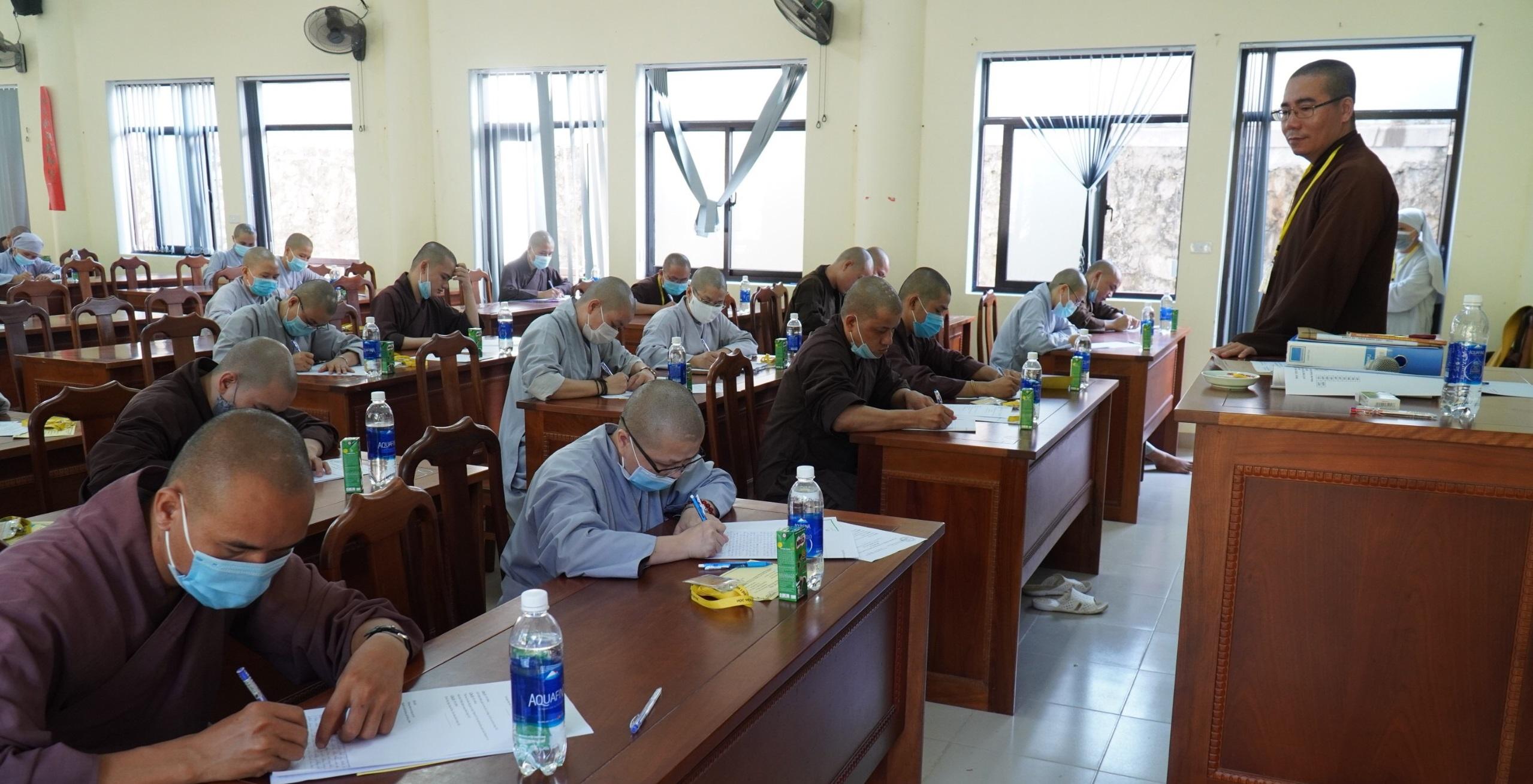 Học viện PGVN tại Huế tổ chức thi tốt nghiệp cho Tăng Ni sinh khóa IX