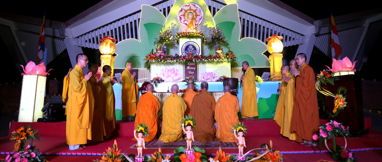 Học viện PGVN tại Huế tổ chức Đại lễ Phật đản Pl.2563