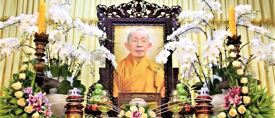 Học viện PGVN tại Huế dâng hương tưởng niệm cố Trưởng lão HT.Thích Chơn Thiện