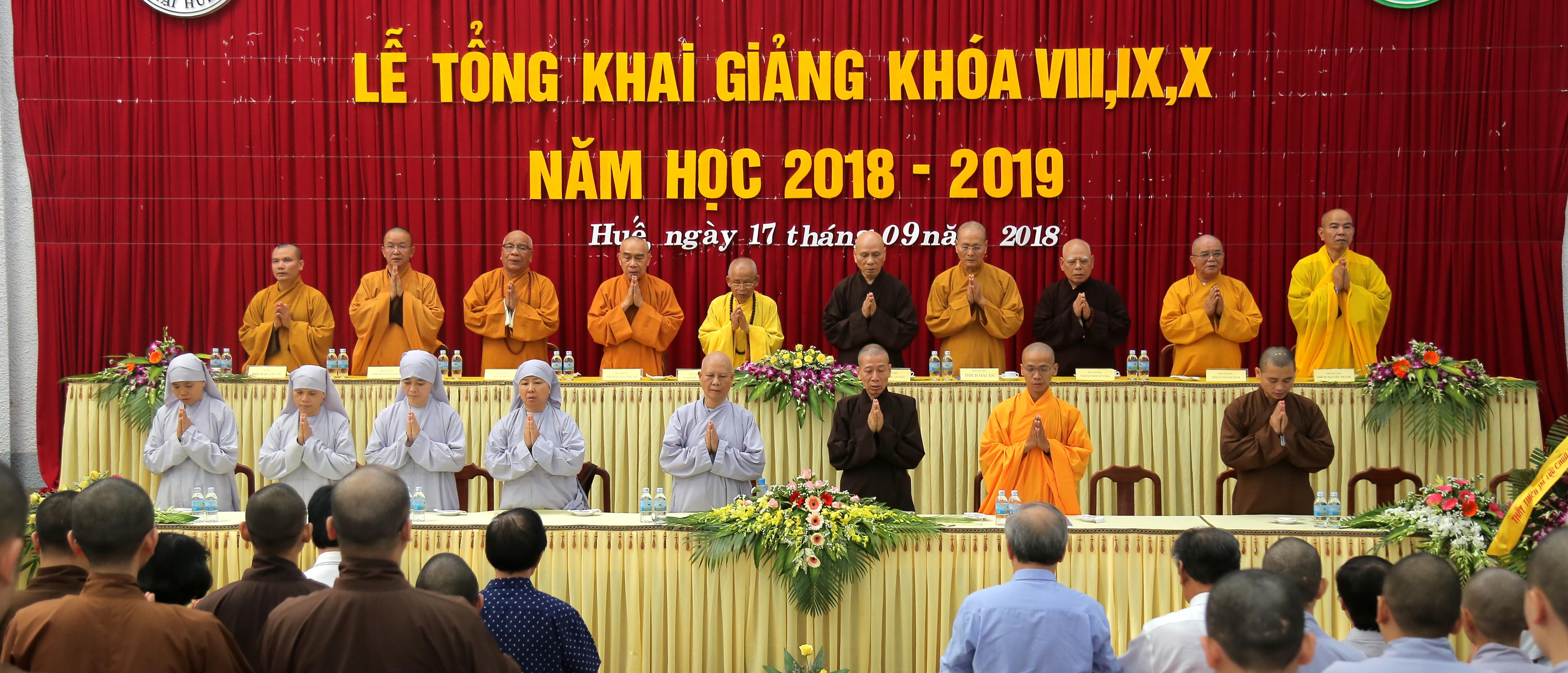 Học viện Phật giáo Việt Nam tại Huế tổ chức khai giảng khóa VIII,IX,X