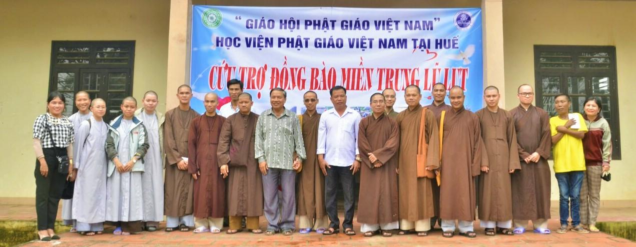 Học viện PGVN tại Huế tặng 200 phần quà đến người dân khó khăn tại Quảng Nam