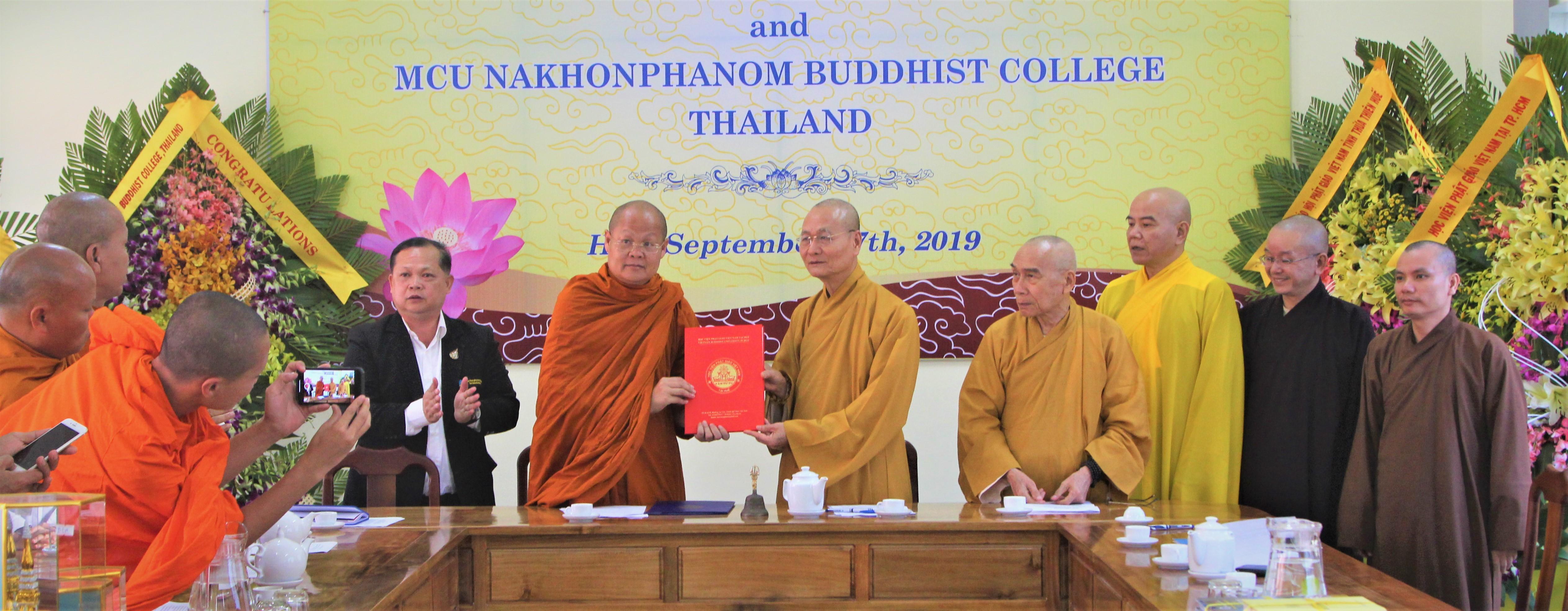 Đại học MCU Nakhon Phanom (Thái Lan) ký kết hợp tác giáo dục với Học viện