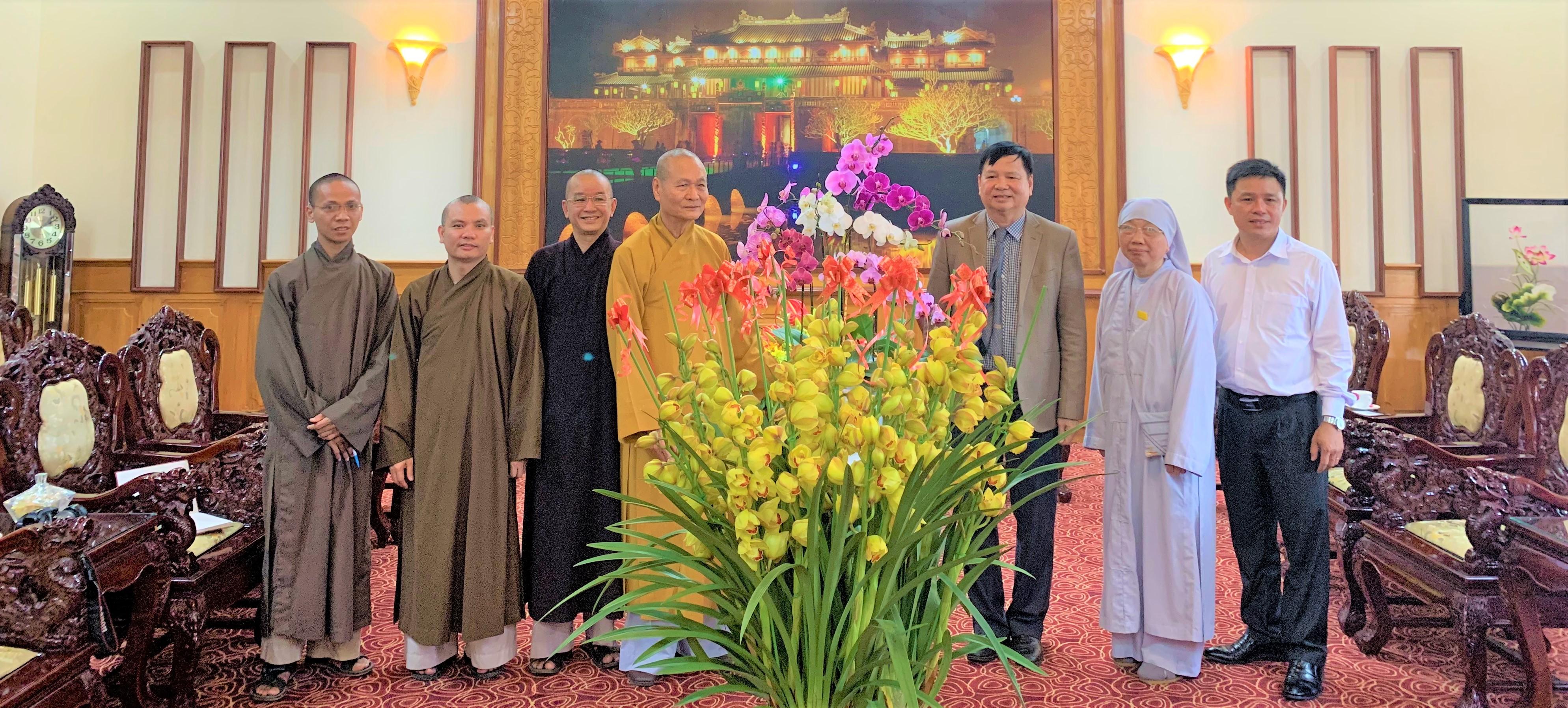 Phái đoàn Học viện PGVN tại Huế thăm và chúc tết lãnh đạo tỉnh