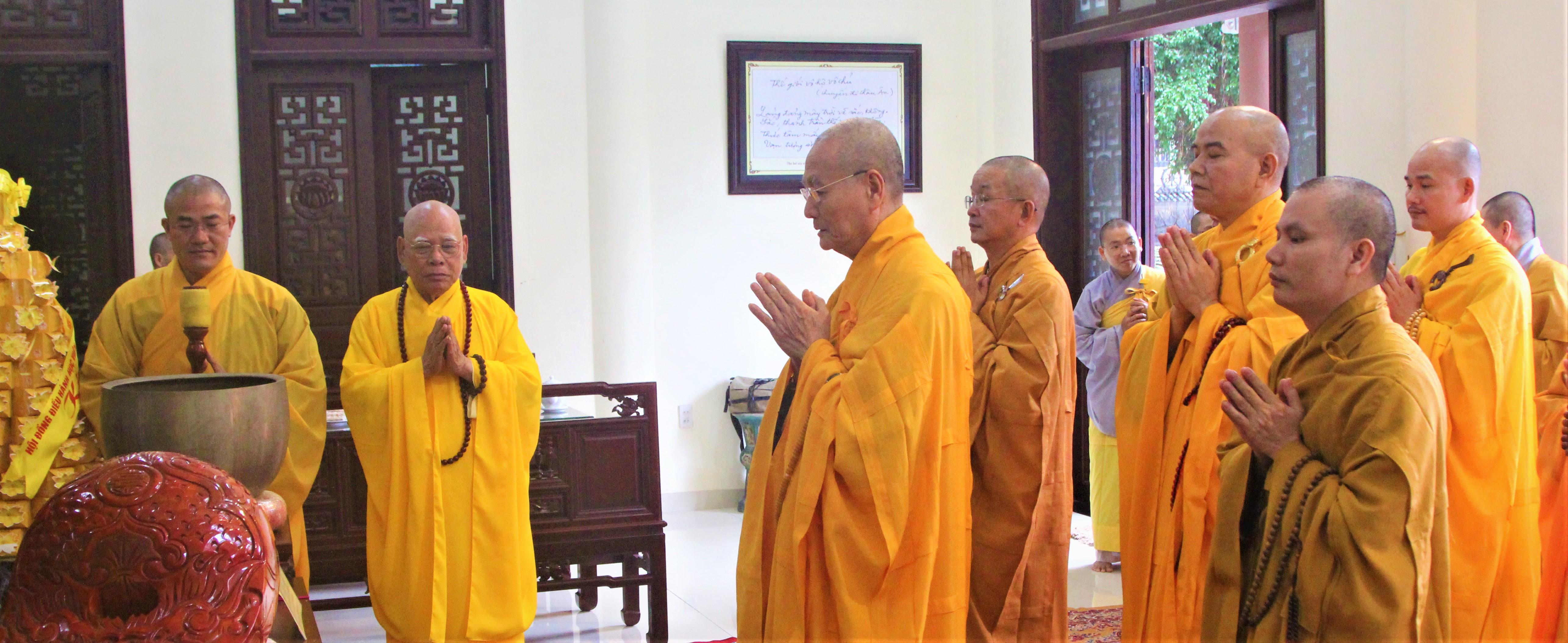 Học viện PGVN tại Huế dâng hương tưởng niệm cố Trưởng lão Hòa thượng Thích Chơn Thiện