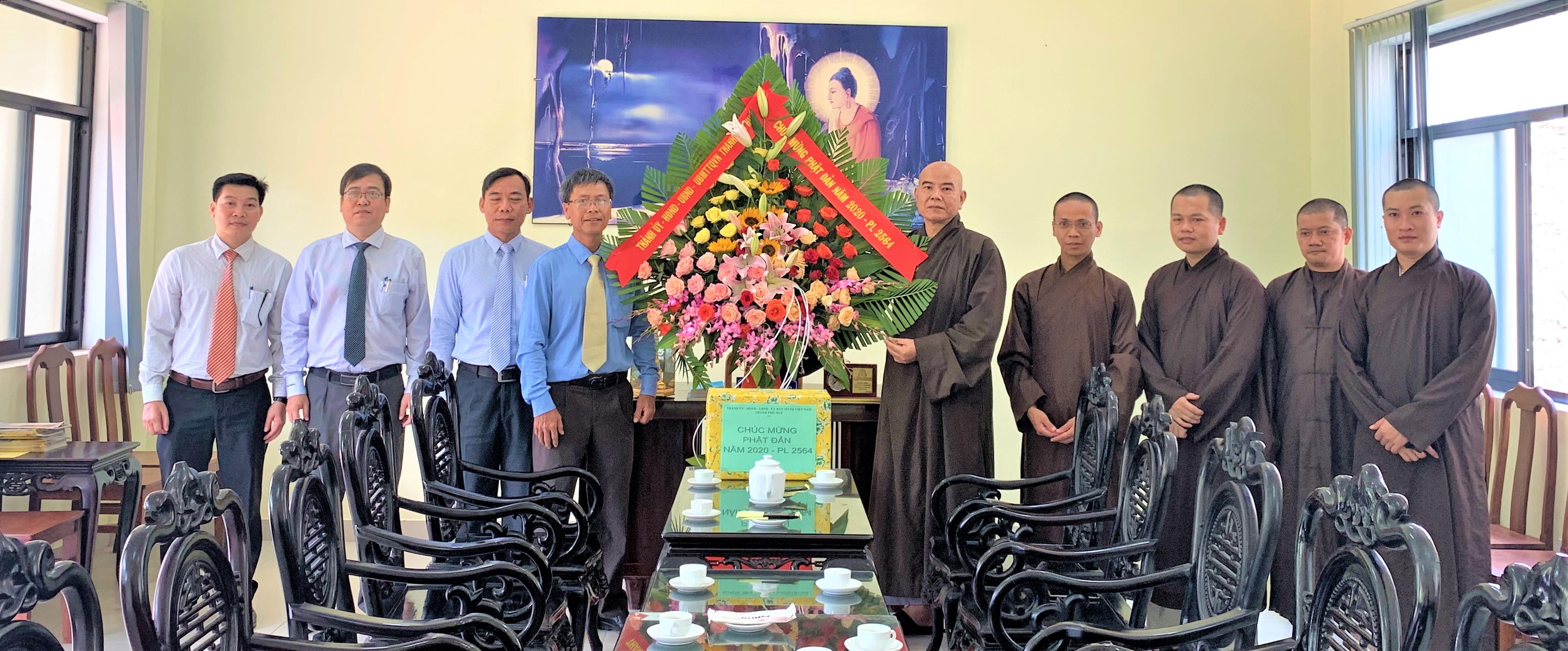 Lãnh đạo Thành phố Huế thăm và chúc mừng Học viện PGVN tại Huế